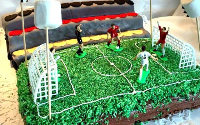 Kindergeburtstag Fussball Kuchen Stadion